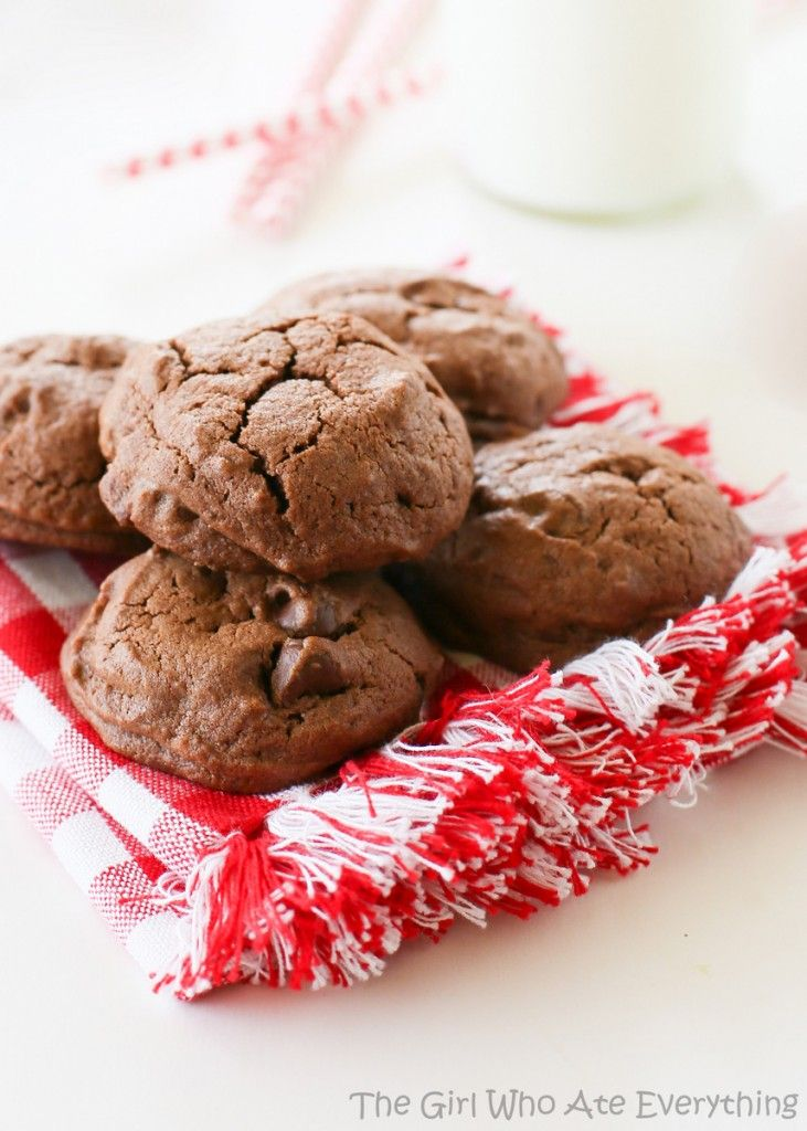 Brownie Batter Cookies - #Desserts, #Food, #Recipes - FoodOMG.Com