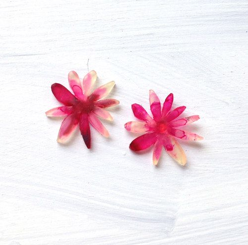 Daisies in Striking Pink - Button Flower Earrings - Statement Earrings - Concrete Jellyfish by ConcreteJellyfishCo on Etsy