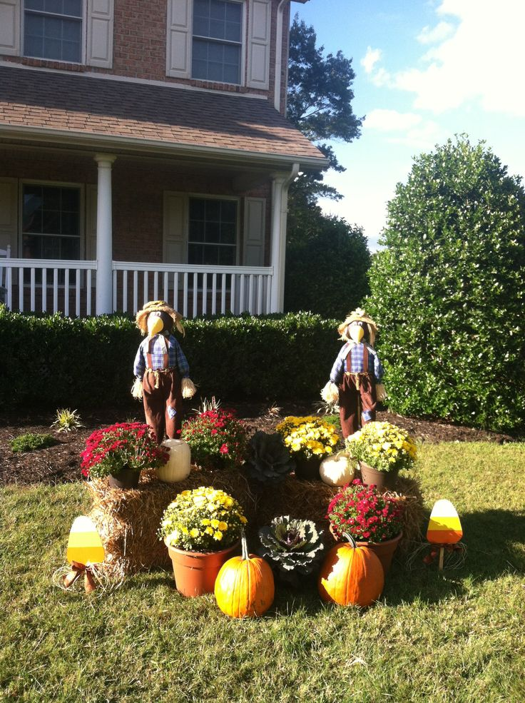 outside fall decor with mums and pumpkins - Outside Fall Decorations