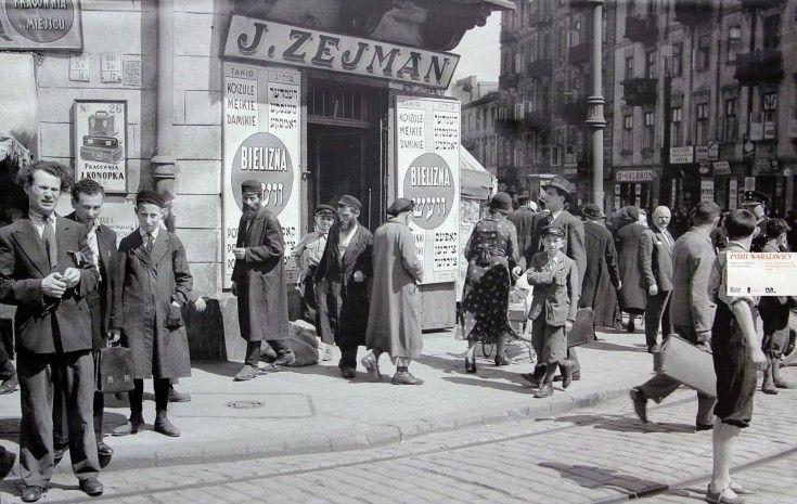 Warszawa na zdjęciach Willema van de Polla [GALERIA] - Warszawa - WawaLove. Narożnik ulic Nalewki 26 i Franciszlańskiej 36