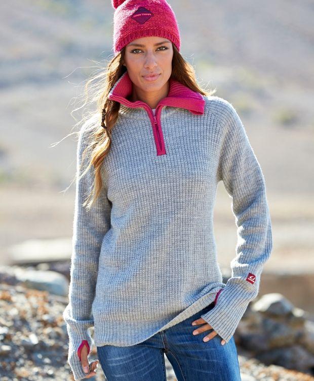 Ulvang Rav Sweater\ Ulvang ullgenser til dame og herre. Strikkegenser i 100 % ull med høy hals, logo på venstre arm og glidelås i halsen. Denne genseren holder deg god og varm.