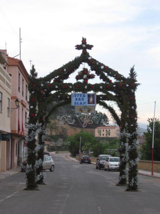FIESTAS PATRONALES DE ALPUENTE Y SUS ALDEAS | Alpuente turístico (El arco que hace la Aldea de Las Eras para dar la bienvenida a la Virgen de Consolación)
