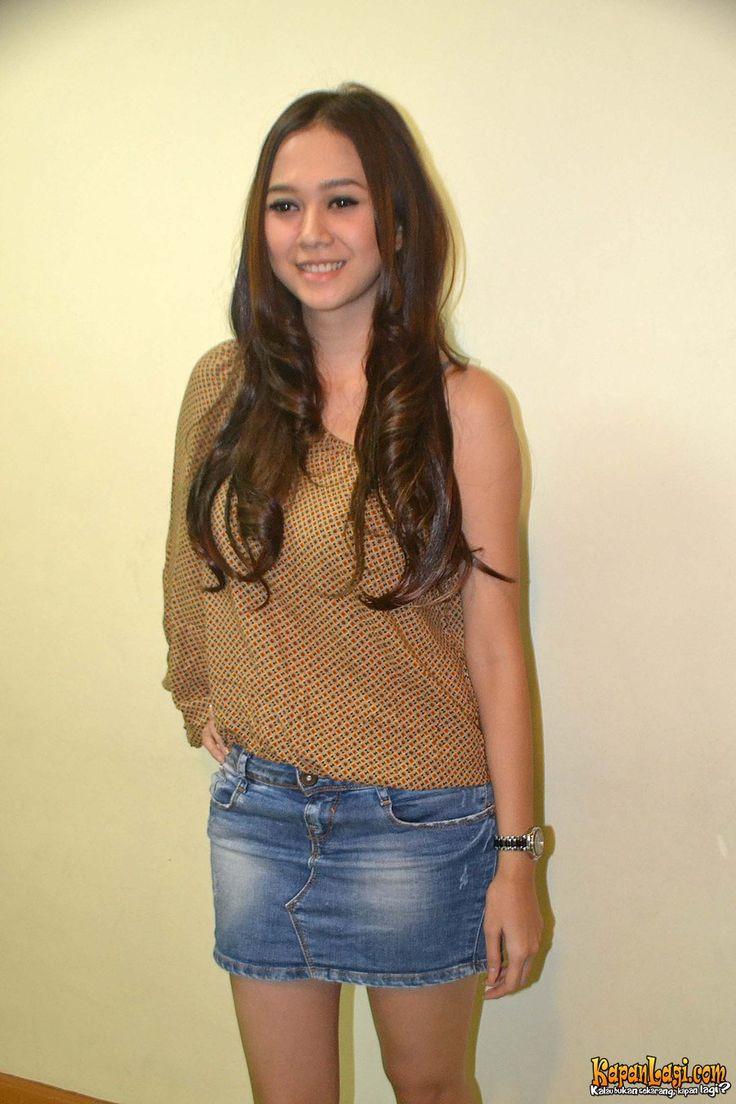 Aura Kasih - Hot Indonesian Singer and Model (11)