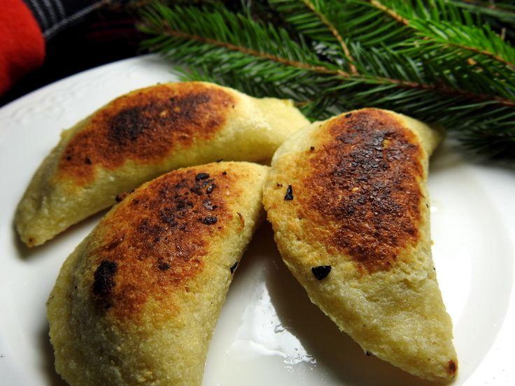 Keto pierogi z kapustą i grzybami, bez mąki pszennej i glutenu. Pomysł na Boże Narodzenie. Dieta niskowęglowodanowa, dieta ketogeniczna, dieta lchf.