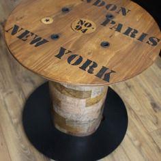 Table basse ronde bobine style industriel urbaine à partir d'un touret