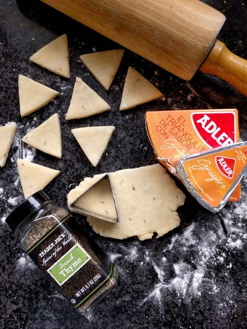 Galletitas de queso Adler: el clásico triangulito de sabor en unas masitas irresistibles.