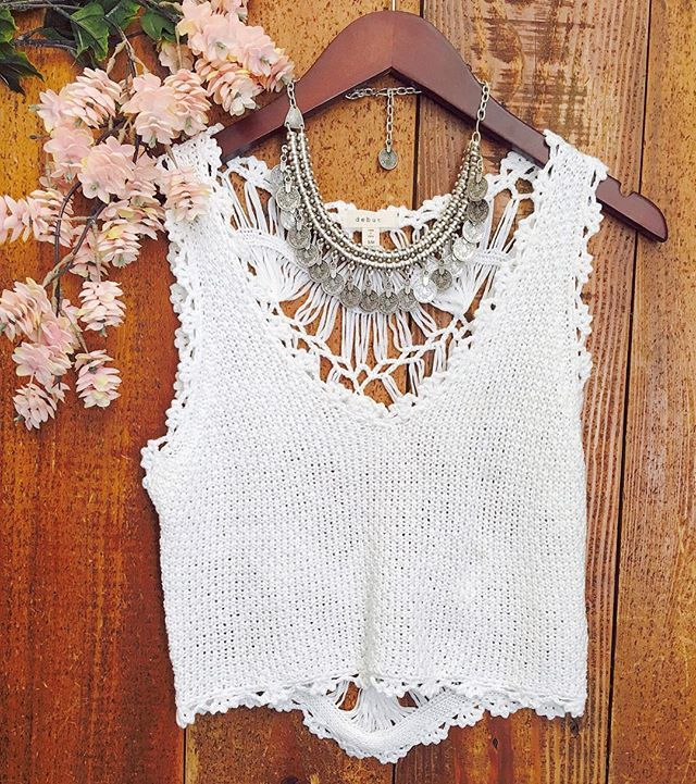Crochet on a S U N N Y day! Dreamers By Debut white crochet top is totally festival ready! #boho #southmoonunder #springstyle #coachella
