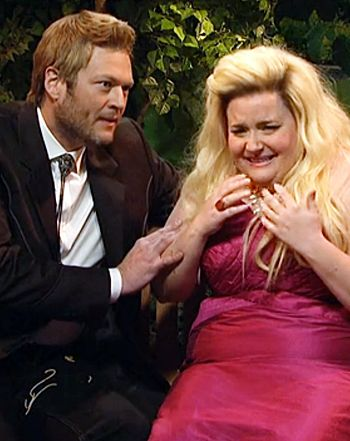 "Blake Shelton Spoofs Bachelor Chris Soules in ""Farm Hunk"" Skit on SNL - Us Weekly"
