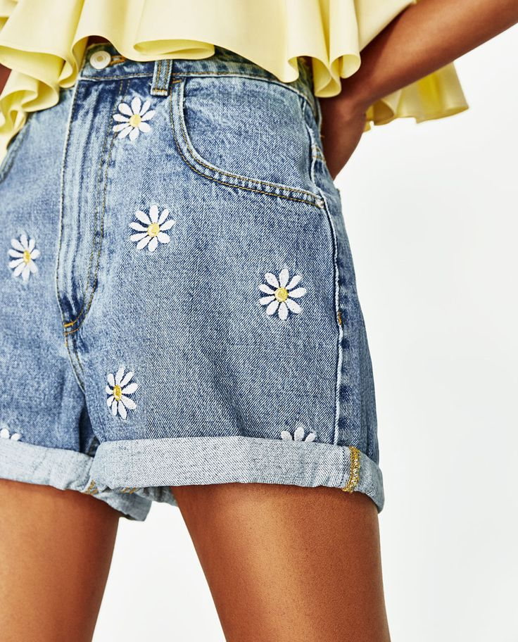 BERMUDA SHORTS WITH EMBROIDERED DAISIES