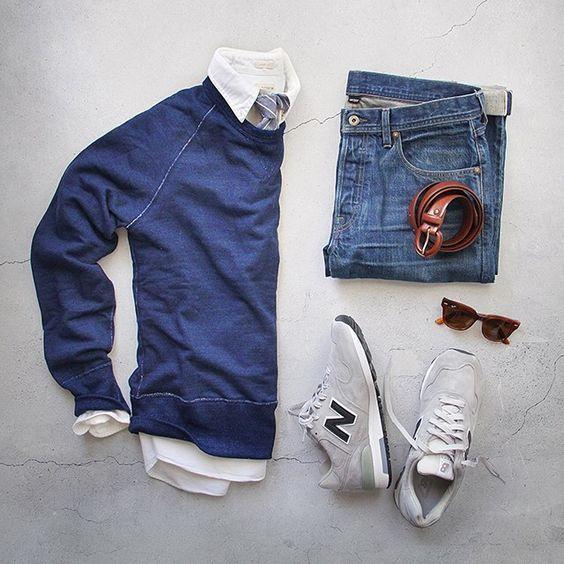 Chemise blanche, Pull Boggi bleu, Jean Levi's Slim, Ceinturon noir, New Balance, Lunettes Persol McQueen noires. Chaussures New Balance grises