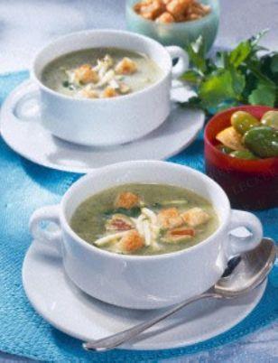 Das Rezept für Zucchini-Cremesuppe mit Croûtons und weitere kostenlose Rezepte auf LECKER.de