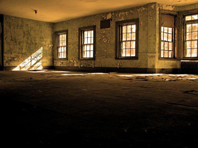 Room inside - sunlight through windows - Free Image Download - High Resolution Wallpaper