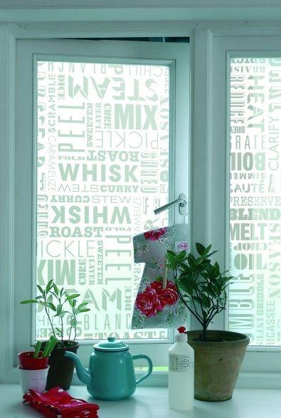 vinilos en ventanas, si damos con el diseño adecuado, son buenísimos (via Mazzetina)