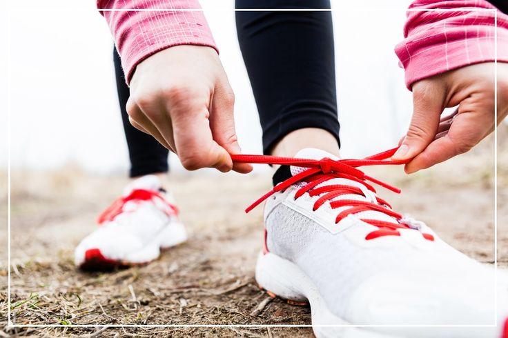 """Jedna rzecz, którą robimy zawsze - chodzimy. Zwiększamy troszkę tempo i codzienny trening gotowy! """"Czemu zawsze planujemy, a rzadko kiedy zaczynamy ćwiczyć? Bo nie mamy butów do biegania, skakanka się zapodziała, na brzuszki akurat nie mamy nastroju no i za zimno, żeby zmusić się iść na basen. Ale jest jedna rzecz, którą robimy zawsze - chodzimy. Zwiększamy troszkę tempo i codzienny trening gotowy!"""
