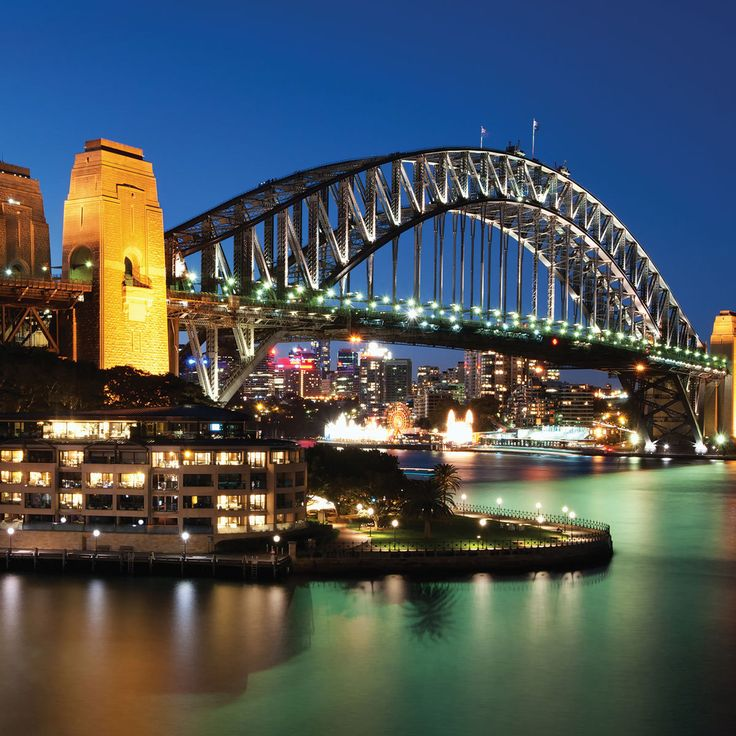 Sydney Harbour Bridge - close to Hyde Park Backpackers