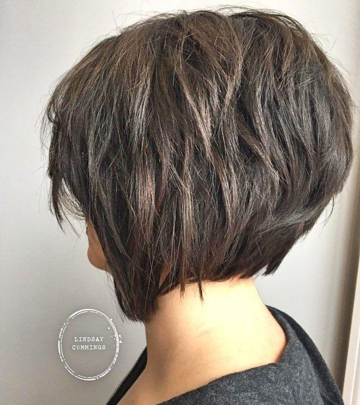 Petite Kurzes Haar Brünett