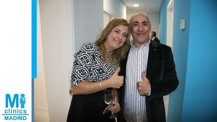 Directora médica Dr.  Mónica Medina Santos con nuestro director de comunicación Toño Vera.
