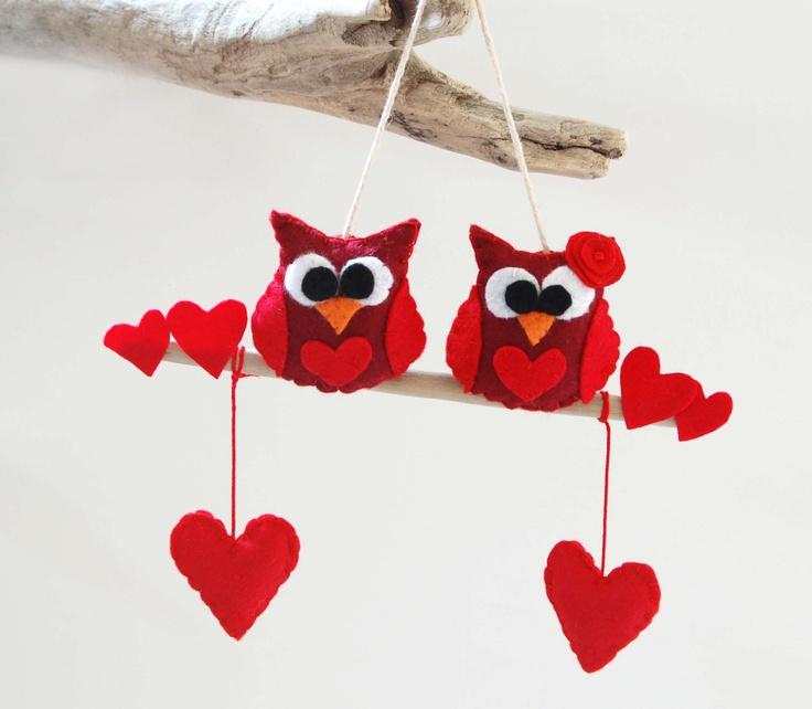 decoro gufi cuore,amore,feltro, rosso, regalo,appendere,fatto a mano. €26,00, via Etsy.