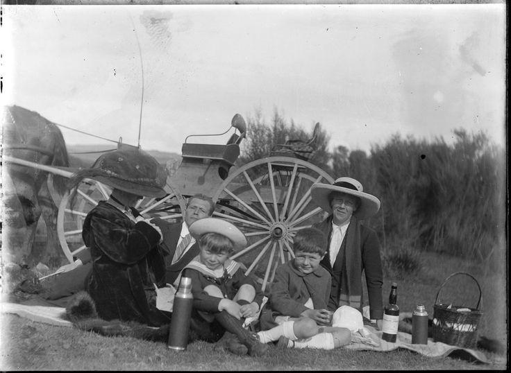 Picnc tea on the roadside at Cambridge 1913