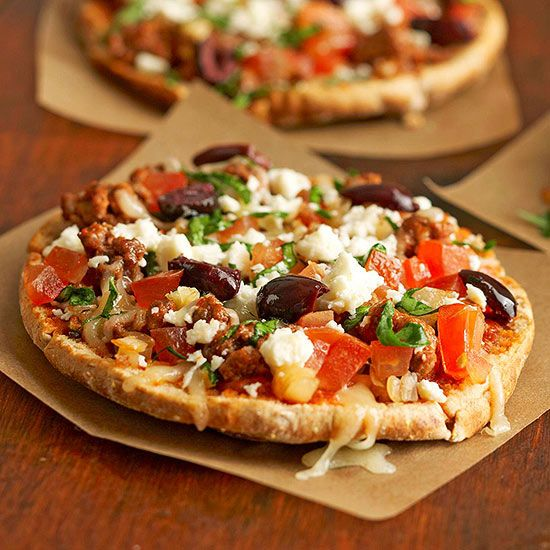Enjoy these Greek Pita Pizzas on whole wheat pita bread for less than 250 calories! More healthy pizza recipes: http://www.bhg.com/recipes/healthy/dinner/heart-healthy-pizza-recipes/?socsrc=bhgpin090313greekpizza=19