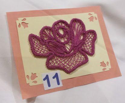 Mme Gisèle Moyen, du Cercle de Fermières St-Benoît - Mirabel, Fédération 16 m'a permis de mettre sur notre blog toutes les étapes pour la réalisation de sa petite souris. Elle est très mignonne et pourrait faire une belle décoration sur un chandail !...