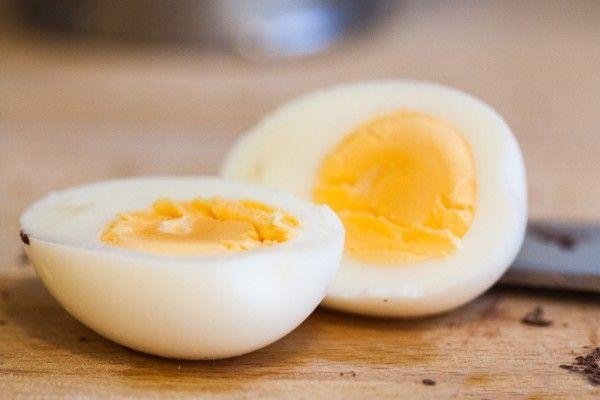 como hacer huevo duro o cocido en microondas1