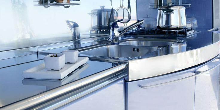 Wir haben ein Küche mit Hochglanz Fronten. Man sagte mir ich solle diese niemals mit einem Microfasertuch reinigen da es Kratzer verursachen kann.
