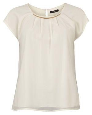 Top Chapa  Camisa de manga corta. Detalle de collar con chapa dorada. Disponible en dos colores.