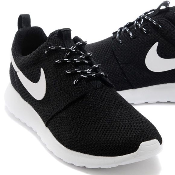 Nike Womens Roshe Run Designed Running Shoes