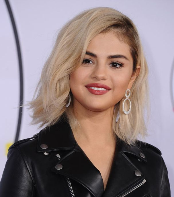 Selena Gomez en blonde