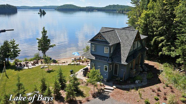 Aerial Drone video of Cinque Terre Muskoka Cottage on Lake of Bays, near historic Huntsville and Dwight