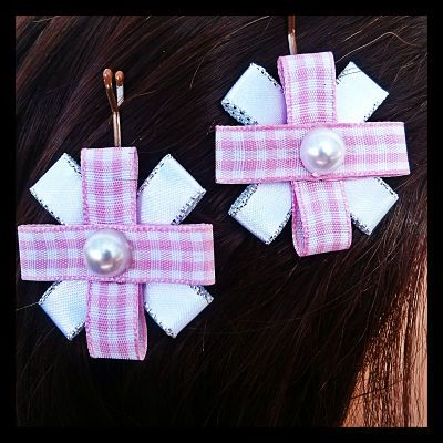 Pink and white gingham on a silky white ribbon background on bobby pins. This set of dainty bobby pins feature an imitation pearl centre on pink and white gingham accentuated on a silky white ribbon with silver trim. 9 Sets Available. $7.50 per set.