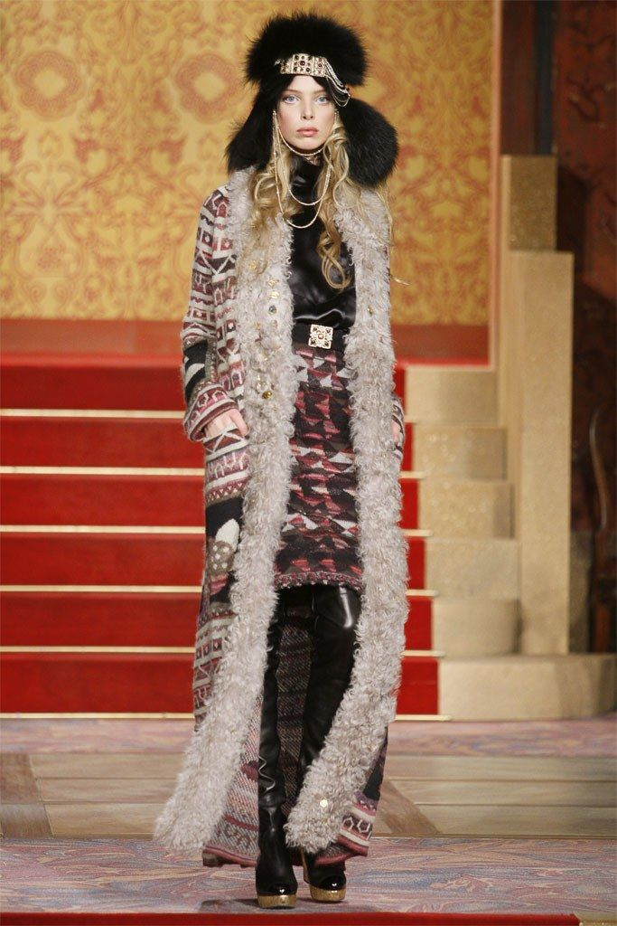See the complete Chanel Pre-Fall 2009 collection.