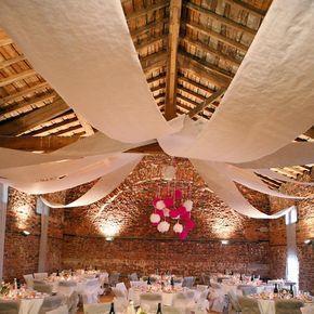 Raumdekobanner Vlies in diversen Farben als Dekoration für Ihre Hochzeitslocation