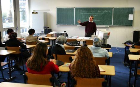 Leefstijl - Jongeren moeten van de overheid op school zitten en dit is verplicht tot hun 18de. Waardoor school, educatie en belangrijke leefomgeving is.