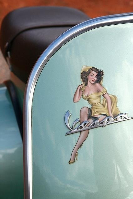 vespa pinup nice touch vespa and other italian icons pinterest vespa scooters and vespa s