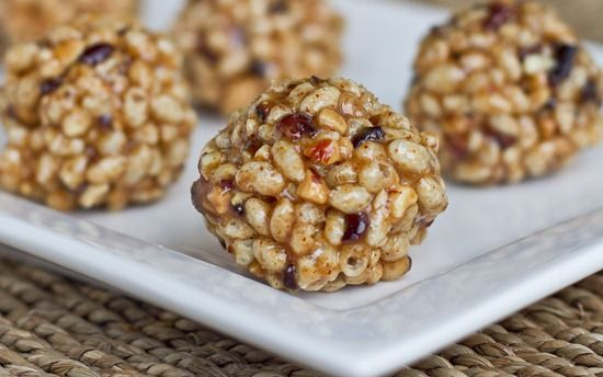 I'm always on the hunt for healthy snack recipes that I can whip up quickly and easily. Because I'm often on the go, I like to keep a supply of snacks with me so I don't end up settling for store-bought goodies. Making my own healthy snacks is not only better for my health, they're also much easier on my wallet!