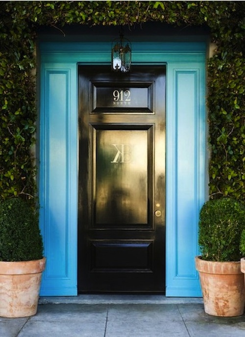 how pretty is this door? http://dailycrushes.blogspot.com/2012/03/first-impressions.html