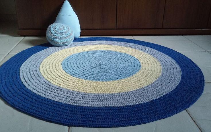 Lindo tapete redondo de croche para decoração de quartos infantis  Faço com as cores que combinem com sua decoração  Medidas: 1 m de diâmetro  Cores: azul bb,amarelo bb,cinza e azul royal