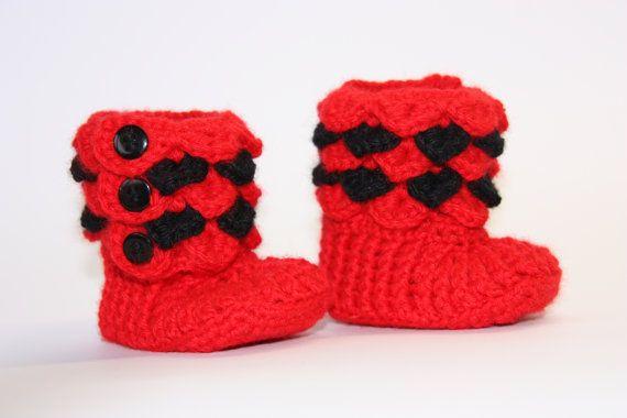 Crocodile stitch baby booties 0-6 months by AdavanIwaarden on Etsy