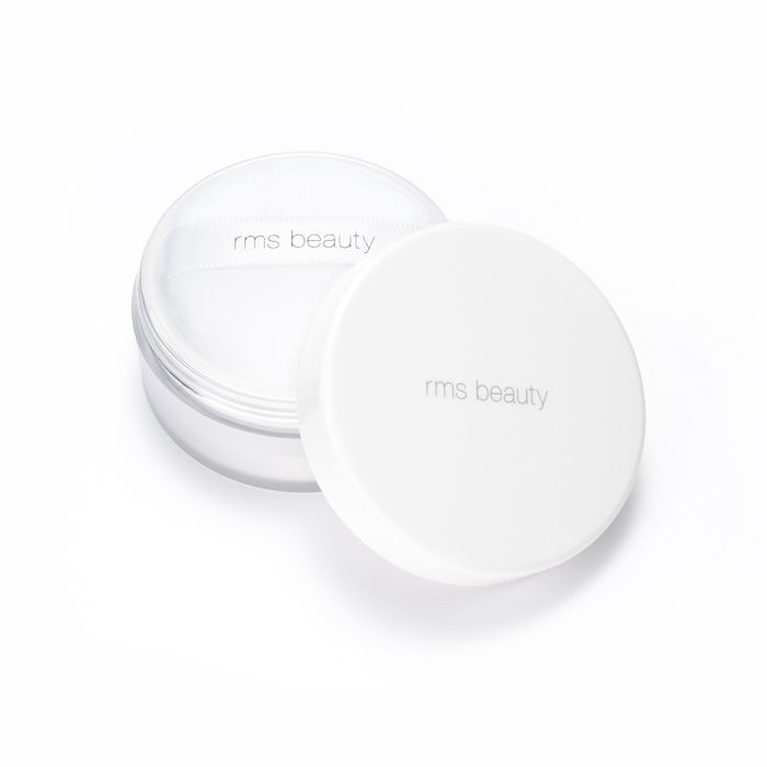 The one and only powder you will ever need. This ultra fine, light reflective powder is the ultimate finish to perfect looking skin. A virtually invisible powder that minimizes the appearance of pores, softens the skin and absorbs oil.