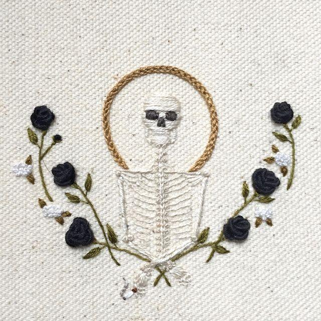 mooi beeld door dat het een ouderwetse techniek is in combinatie met een nieuw beeld.  http://thecreatorsproject.vice.com/blog/beautiful-skeleton-embroideries-instagram