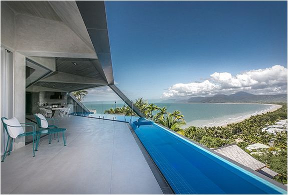The Edge is one of the most mind-blowing residences we have come across. This multiple award-winning masterpiece was designed by Charles Wright and his team of Architects, it sits atop of the prestigious Flagstaff Hill, in Port Douglas, Australia