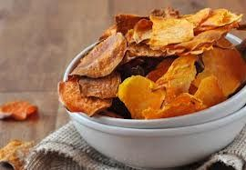 Een paar weken geleden heb ik het recept gedeeld van een lasagne gemaakt van zoete aardappel (in plaats van pastabladen) en geitenkaas, zie hier: lasagne zoete aardappel. Hierin gaf ik als tip om van de overgebleven zoete aardappel plakjes lekkere, verantwoorde chips te maken. Hier vind je het recept voor... Read More →