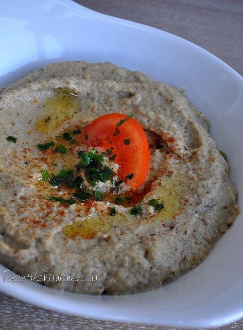 """Si vous aimez la cuisine Libanaise, vous devez certainement connaitre ce plat, appelé """"Baba Ganoush"""", """"baba ganouj"""" ou """"moutabal""""… il s'agit d'un caviar d'aubergine à la crème de sésame, bien parfumé à l'huile d'olive, ail et jus de citron. Ce plat fait..."""