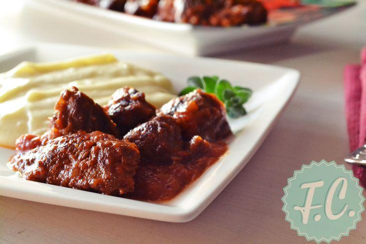 Το αγαπημένο πολίτικο φαγητό Τας Κεμπάπ, εκτός από αρνί φτιάχνεται και με μοσχάρι. Η επιτυχία του έγκειται στο καλό τηγάνισμα του κρέατος και στην τέλεια δεμένη σάλτσα του!