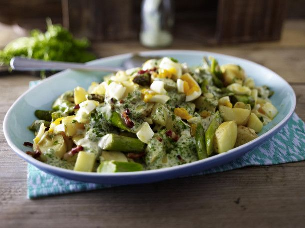 Unser beliebtes Rezept für Grüner Kartoffel-Spargelsalat und mehr als 55.000 weitere kostenlose Rezepte auf LECKER.de.