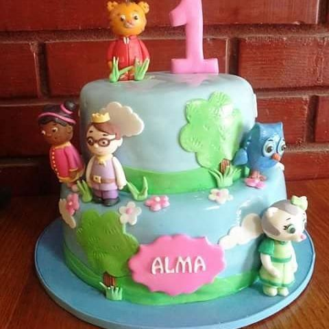 #Daniel_Tiger and #friends #fondant #cake by Volován Productos  #instacake #Chile #puq #VolovanProductos #Cakes #Cakestagram #SweetCake #baby