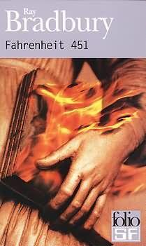 Roman. 1ère édition en 1953. 451 degrés Fahrenheit représentent la température à laquelle un livre s'enflamme et se consume. Dans cette société future où la lecture, source de questionnement et de réflexion, est considérée comme un acte antisocial, un corps spécial de pompiers est chargé de brûler tous les livres. Montag, le pompier pyromane, se met pourtant à rêver d'un monde différent, qui ne bannirait pas la littérature et l'imaginaire au profit d'un bonheur immédiatement consommable.