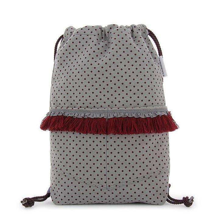bolso mochila mujer gris y granate de franela gris, hecho a mano en España, diseño propio y pieza única de ElTallerdeMisNubes en Etsy